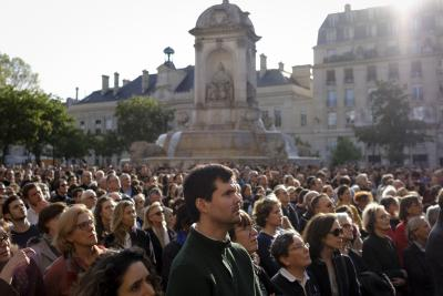 France pays tribute to Notre Dame firefighters
