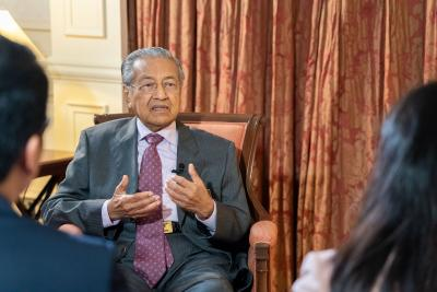 Malaysian govt party rejects Mahathir's resignation