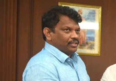 Dharma Production has to apologise, or pay fine: Goa Minister (Ld)