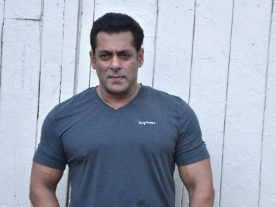 Salman goes shirtless, pitches for 'Swachch, fit Bharat'