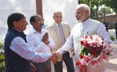 Modi meets officials and staff of PMO
