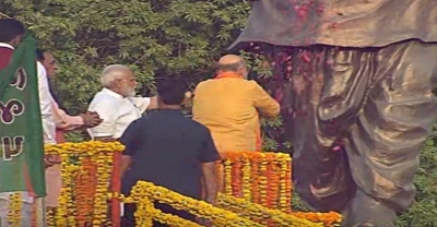 Modi, Shah land in Gujarat to huge crowds, celebrations to be low key (Second Lead)