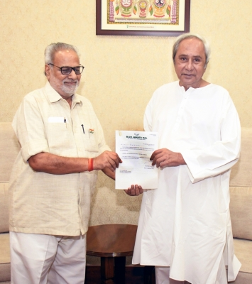 Governor invites Naveen to form government in Odisha