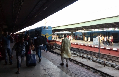 Anti-CAA mob attacks railway station in Bengal, 5 cops hurt