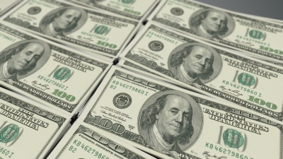 US dollar rises on positive economic outlook
