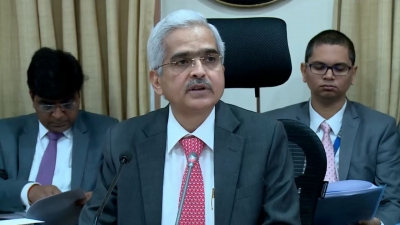 Clear indication of economy losing traction: RBI Governor