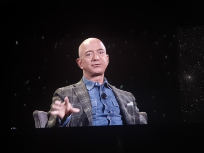 Bezos pledges to meet Paris Agreement 10 years early