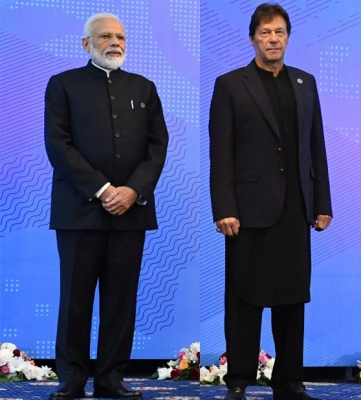 Modi, Imran exchange pleasantries in Bishkek (Lead)
