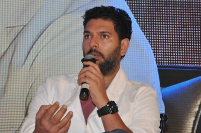 Yuvraj stands with Afridi in fight against COVID-19 (Lead)