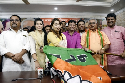 Bengali actress Rimjhim Mitra, two others join BJP (Lead)