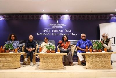 India's leading fashion icons call for #HandloomEveryday
