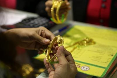 Gold nears Rs 55,000 per 10 gm, silver crosses Rs 70,000 per kg