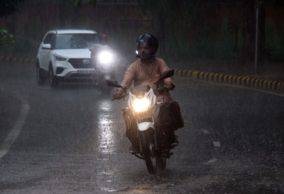 Rain lashes Delhi-NCR, brings respite from intense heat