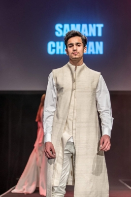 Vishwajeet Pradhan's son debuts in fashion industry