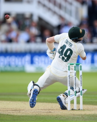 Ashes: Hit by Archer bouncer, Smith retires hurt