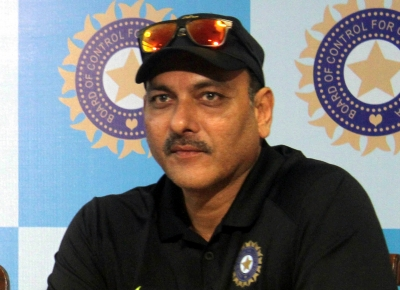 Shastri gets nostalgic, relives memory of Yuvi's 6 sixes