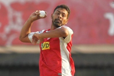 Cricketer Praveen Kumar's father-in-law falls to death
