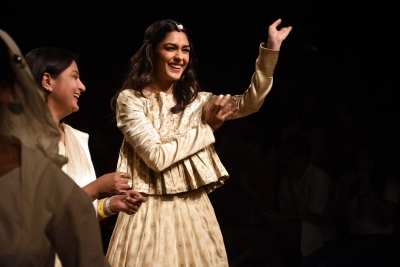 Mrunal, Athiya, Sumeet Vyas dazzle on Day 3 of LFW 2019