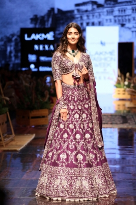 Pooja Hegde, Diana, Tara Sutaria walk ramp on LFW 2019 Day 4