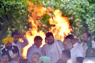 Jaitley's last rites held with full state honours (2nd Lead)
