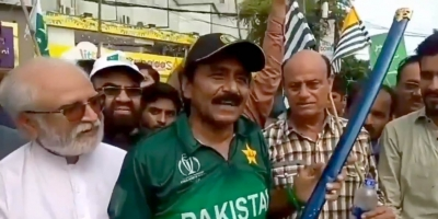 Sportspersons are role models, should be careful of behaviour: Miandad