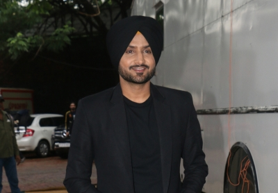 Harbhajan lauds Sikh man for providing food to poor woman