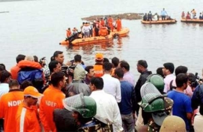 12 killed as tourist boat capsizes in Godavari (Lead)