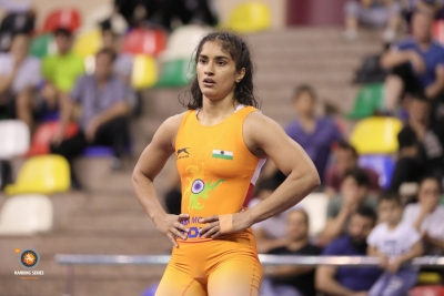 Vinesh loses in pre-quarters, repechage hope alive (Lead)