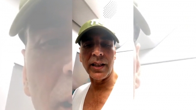 Akshay Kumar takes a ride on Mumbai Metro