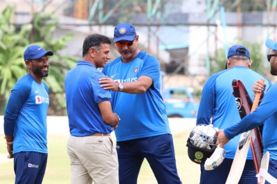 Dravid spends time with Indian players ahead of third T20I