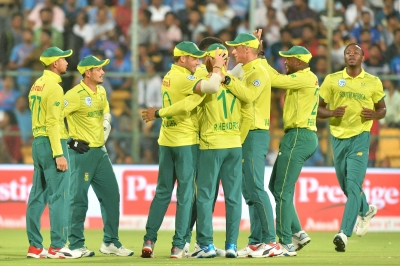 Cricket South Africa to retest players, hotel staff