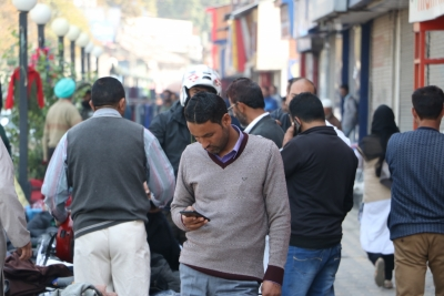 Mobiles ring again in Kashmir Valley, people overwhelmed