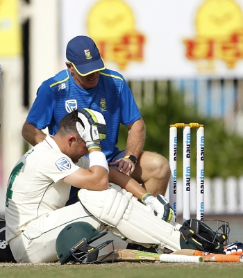 Ranchi Test: Elgar retires hurt after blow on helmet by Umesh