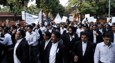 Lawyers call for pan-India support, postpone march to Wed