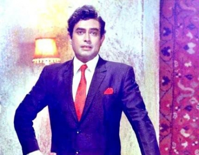 Fans remember Sanjeev Kumar on his 82nd birth anniversary (Lead)