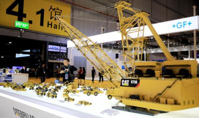 SHANGHAI, Nov. 9, 2019 (Xinhua) -- A visitor looks at a model of engineering machinery at the booth of Caterpillar at the Equipment exhibition area during the second China International Import Expo (CIIE) in Shanghai, east China, on Nov. 8, 2019. Intelligent and high-end manufacturing solutions make the Equipment exhibition area a highlight at the second CIIE. Various kinds of products, such as public service vessels, draglines, precision machine tools, micro chips, softwares, etc., are displaye