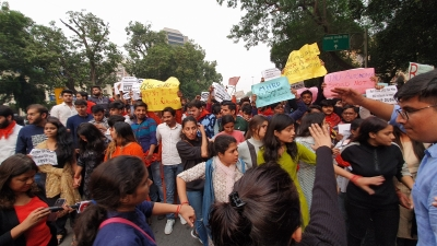 ABVP-DUSU march to HRD Ministry stopped by police