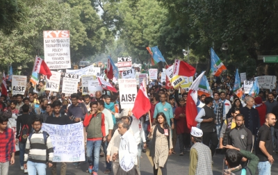 Delhi police shuts all JNU gates to stop students' march