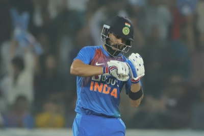 Kohli screamer lights up gloomy day for Indian fielders