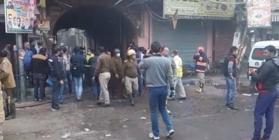 43 killed in fire at a factory in Delhi (Lead)