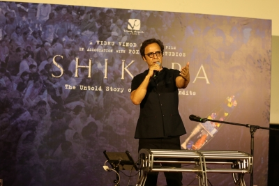 Chopra holds special 'Shikara' screening for Kashmiri Pandits (Lead)