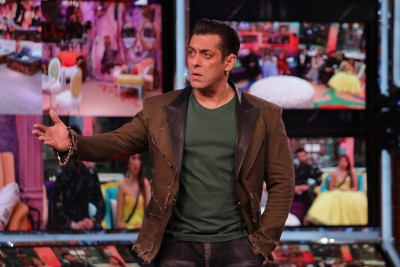 Bigg Boss 13 Salman Ousts Madhurima Tuli From Show