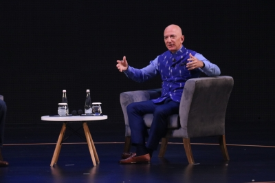 I fall in love with India every time I return here: Bezos (Lead)
