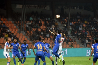 ISL: Mumbai beat Bengaluru to boost play-off hopes