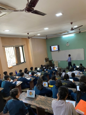Apple empowering Indian students pen success on iPads, iMacs (Lead)