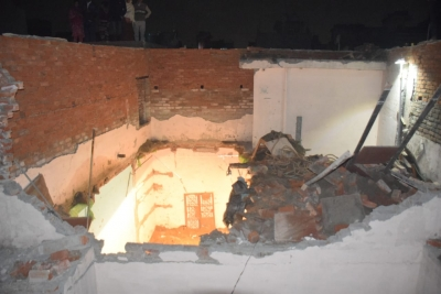 Toll rises to 5 in Delhi building collapse (2nd Lead)