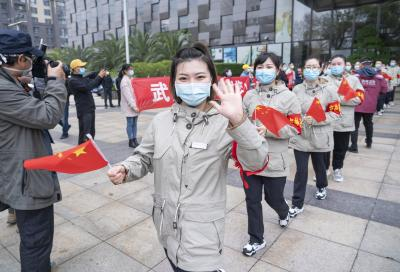 Over 800 people stranded in virus-hit Wuhan return to Beijing