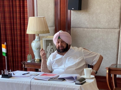 Punjab CM launches 'Smart Connect Scheme', gives smartphones to students