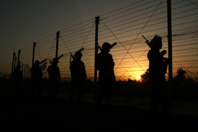 Pakistan takes diplomatic corps to LOC