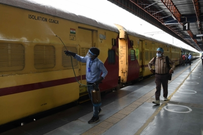 B'luru: Gang stealing batteries from railway coaches busted